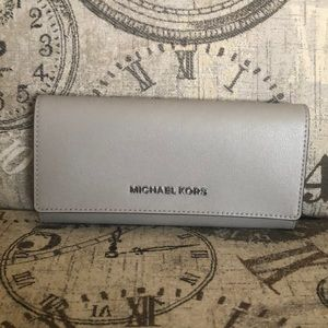 Price is NOT Firm—Michael Kors JST Carryall Wallet